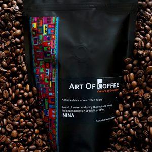 Bag of Nina in coffee